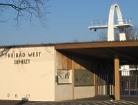 Eingang zum Freibad West