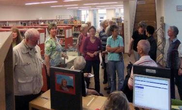 Besuchergruppe in der Stadtbibliothek