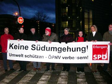 Demonstranten mit dem Banner Keine Südumgehung
