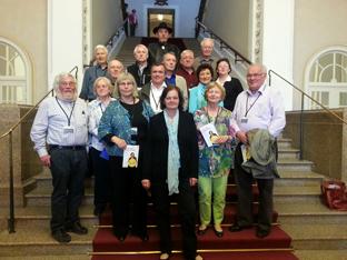Gruppenbild auf der Treppe im Landtag