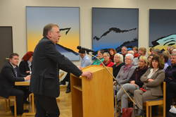 Bernd Lange am Rednerpult, dahinter sind Zuhörerinnen und Zuhörer zu sehen.