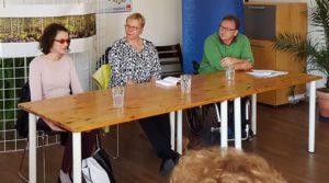 Diskussion im Lesecafé mit Cornelia Basara, Anette Christian und Axel Wisgalla (von links)