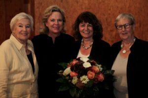 Martina Stamm-Fibich (mit Blumenstrauß) mit Ursula Rechtenbacher, Alexandra Hiersemann MdL und Heide Mattischeck, MdB a.D.